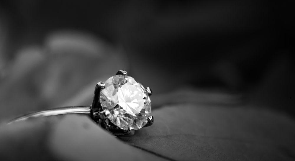 Lupenreiner Diamant Brillant gefasst in Solitär Ring