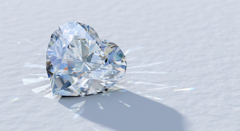 Diamant in Herzform mit starkem Feuer, funkelt schön, hohe Brillanz