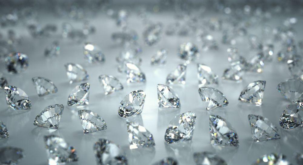 Viele lose ungefasste Diamanten vom Spezialisten funkeln in hoher Brillanz