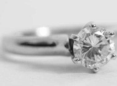 Diamantring mit Einkaräter Diamant