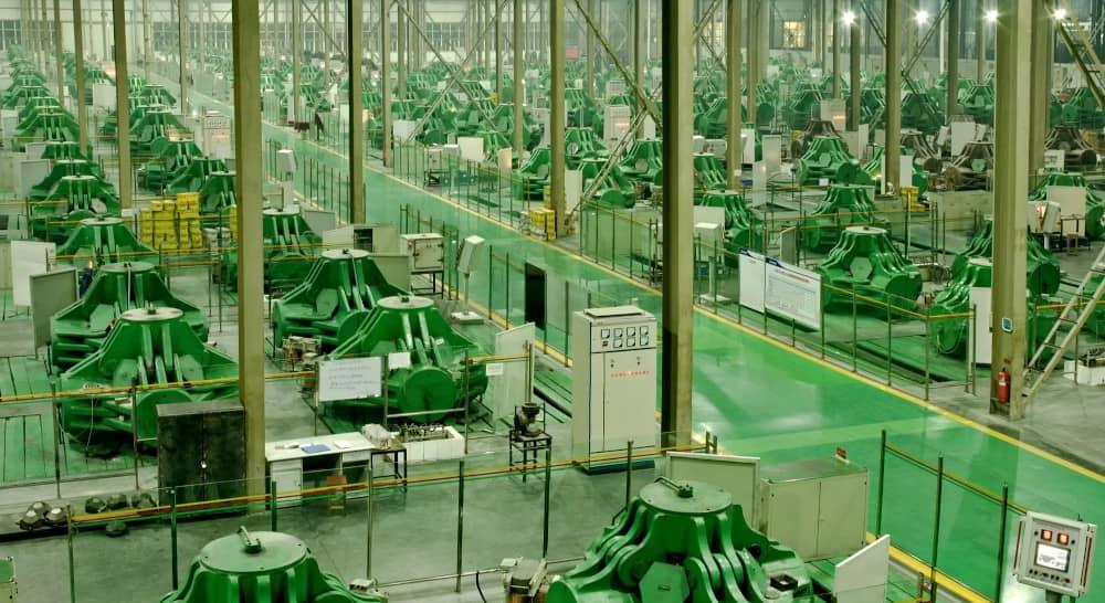 Maschinenhalle einer Fabrik für künstliche Diamanten