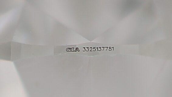 GIA Lasergravur auf einem Diamanten