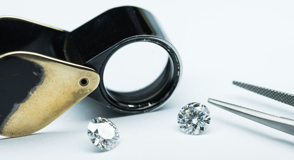 Diamanten Brillanten funkeln schön, Regenbogen Reflektion Prüfung Schliff Qualität